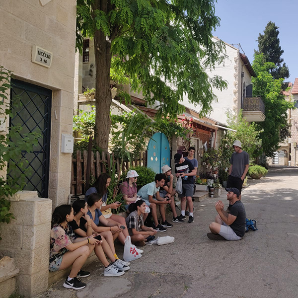 Learning about the history of the nachlaot neighborhood